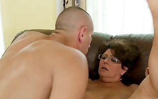 Mature Gigi M gets her hairy cootchie licked and rammed